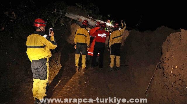 """فقدان 3 أشخاص جراء كارثة سيول في """"ريزة"""" التركية"""