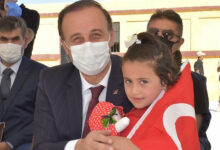 والي شانلي أورفة يفتتح مدرسة وروضة شمالي سوريا