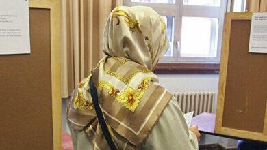 حاولوا منعها بسبب الحجاب.. ألمانية محجبة تتمكن من التصويت في الانتخابات